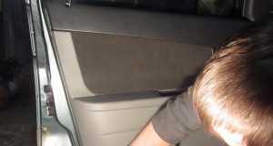 Снимаем обшивку двери Лада Приора