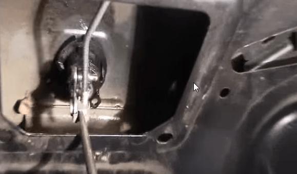 Zamena zamka bagazhnika Renault Logan - Устройство замка багажника рено логан