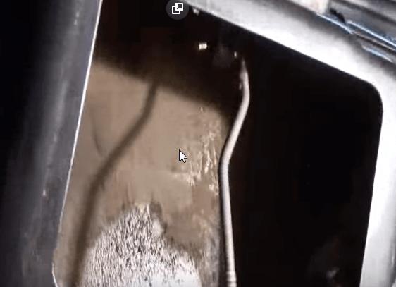 Zamena zamka bagazhnika Renault Logan2 - Устройство замка багажника рено логан
